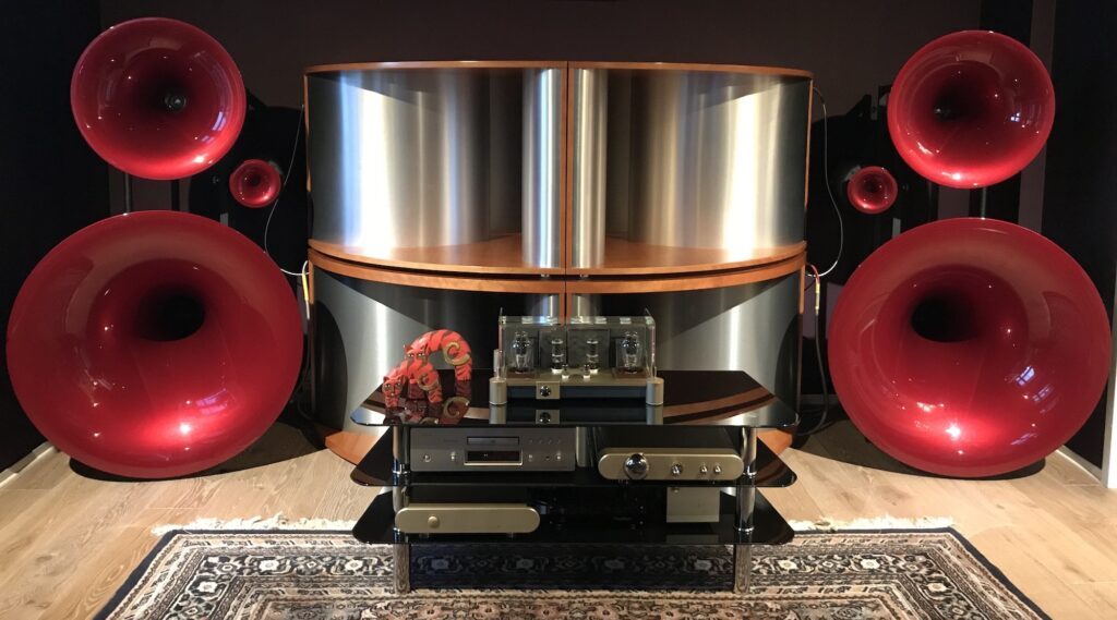 Fjellsiden Lydlaug - bilde av et High-End stereoanlegg - Avantgarde Trio Wavac EC300b