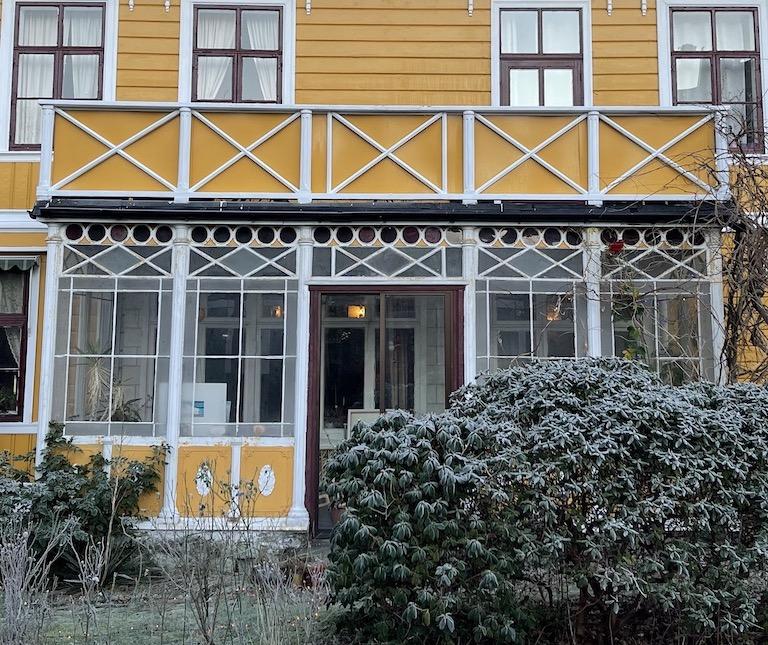 Fjellsiden - bilde av vinterhagen i Kalfarveien 45 i 2020