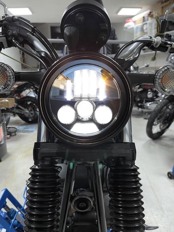 Bilde av Yamaha SCR 950 med Motodemic Evo S LED-lampe