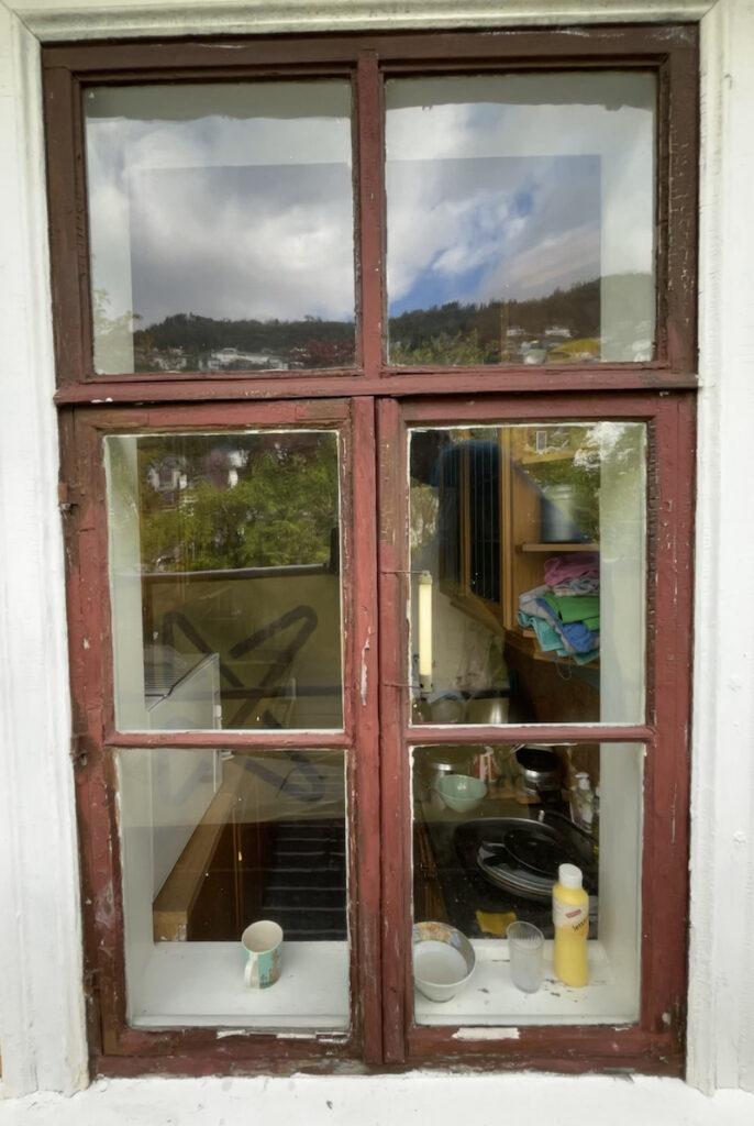 Fjellsiden - Gammelt vindu fra Store Kalfaret gård